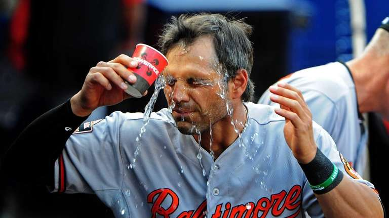 Brian Roberts of the Baltimore Orioles cools off
