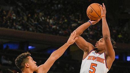 New Orleans Pelicans guard Frank Jackson defends Knicks