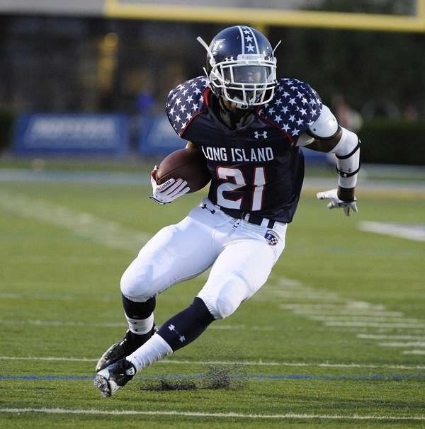 Long Island running back Stacey Bedell runs the