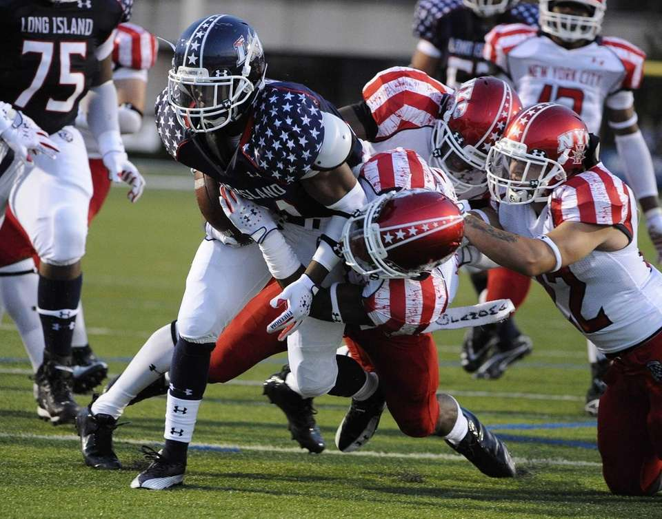Long Island running back Stacey Bedell drives to