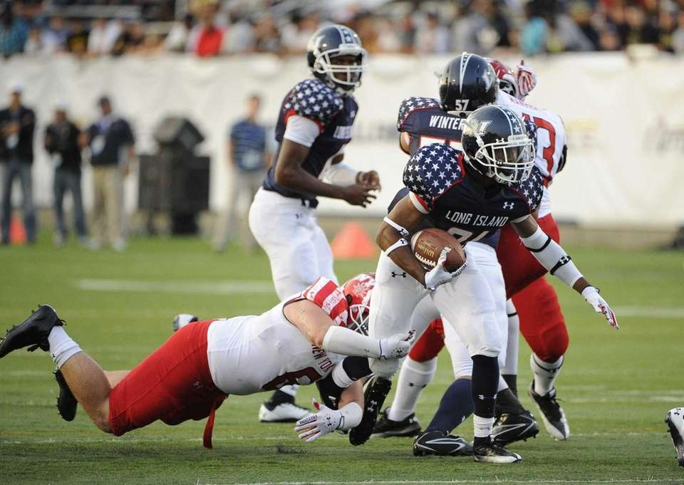 Long Island running back Stacey Bedell breaks free
