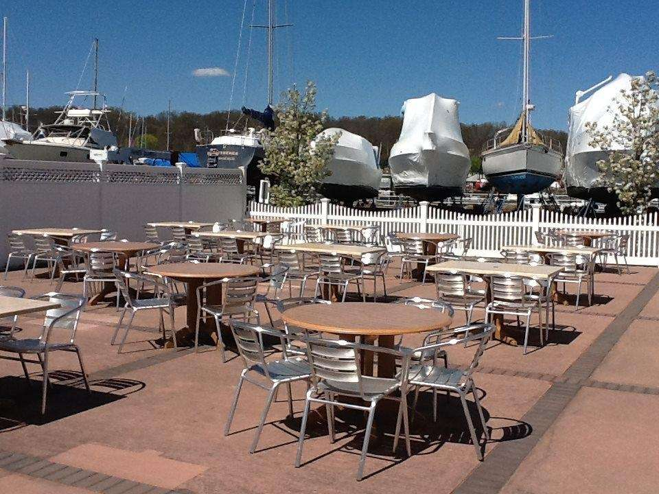 The Boat House Waterside Cafe, Glen Cove: At