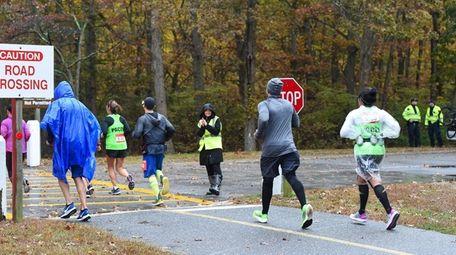 Runner reach the halfway mark at Heckscher State