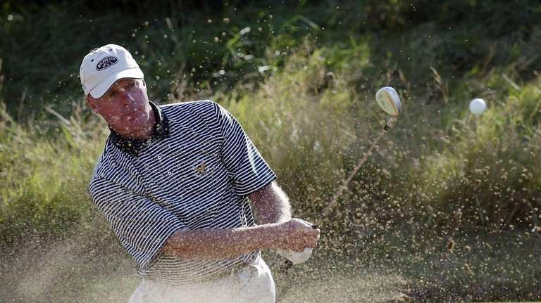 George Zahringer plays out of the bunker on