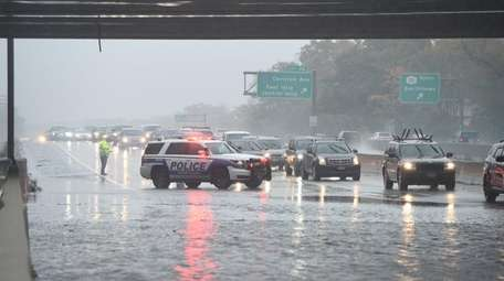 Westbound Sunrise Highway between Exits 46 and 45