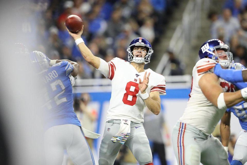Daniel Jones of the Giants throws the ball