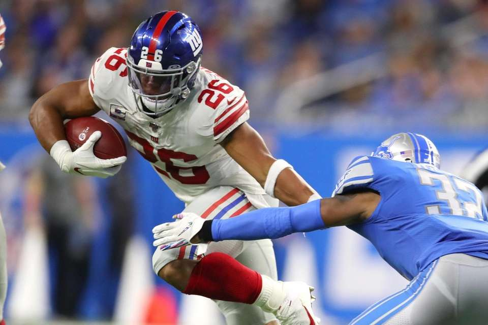 Saquon Barkley of the Giants tries to avoid