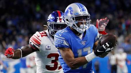 Lions wide receiver Marvin Hall beats Giants defensive