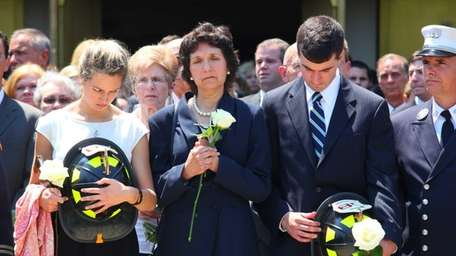 From left, Courtney Sullivan, her mom Patricia, and