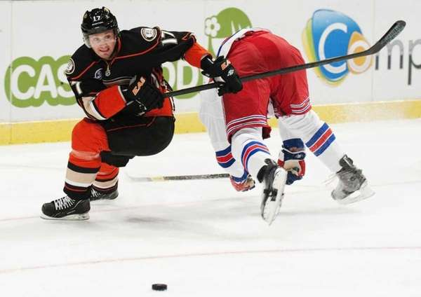 Rangers player Mike Rupp vies with Anaheim's Lubomir
