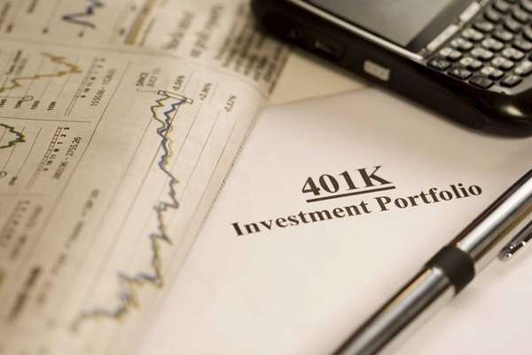 Participants in 401(k) plans ended 2012 with less