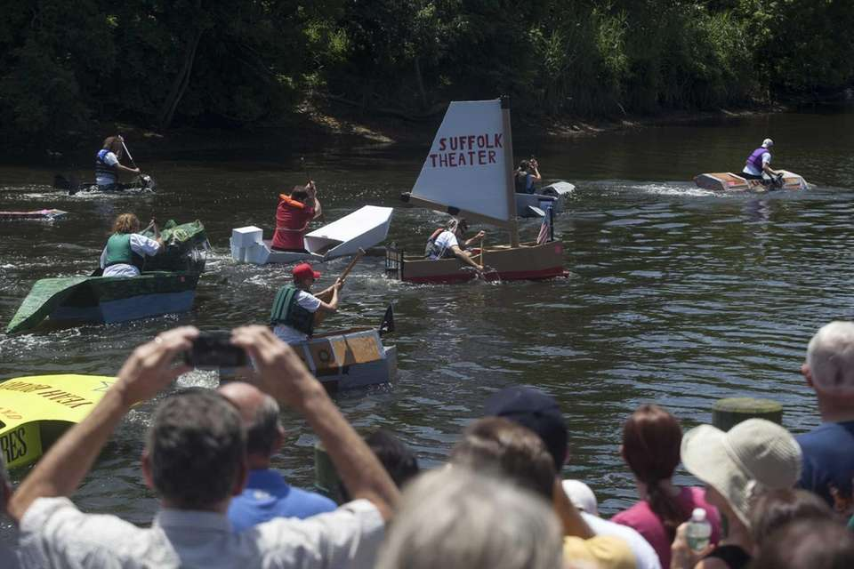 Single adult riders join the boat race in