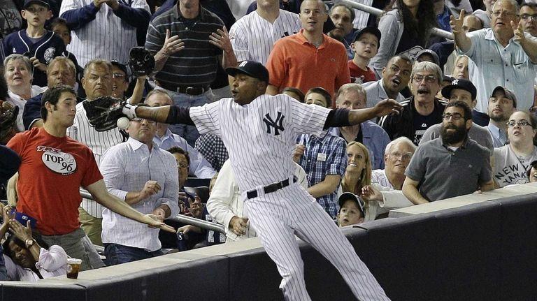 Fans watch as New York Yankees left fielder