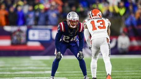 FOXBOROUGH, MA - OCTOBER 27: Stephon Gilmore #24