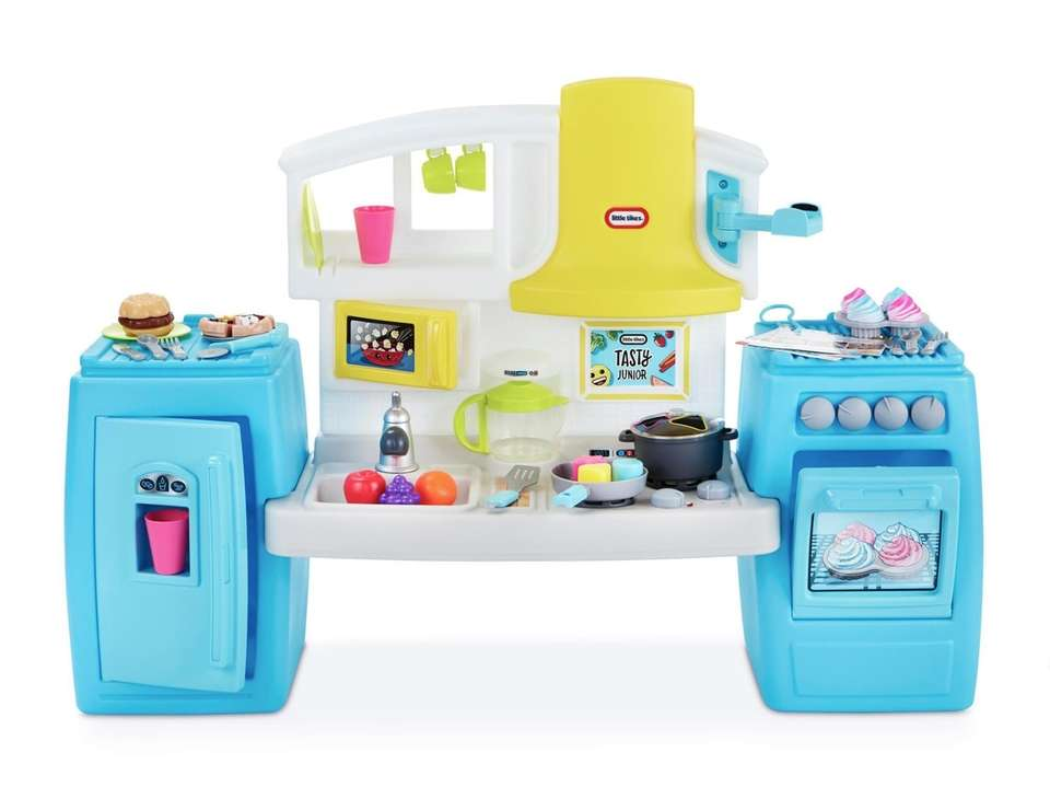Perfect for budding chef, this role play kitchen