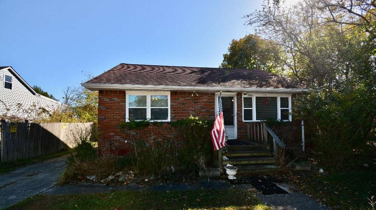 Waterfront LI home lists for $199,900