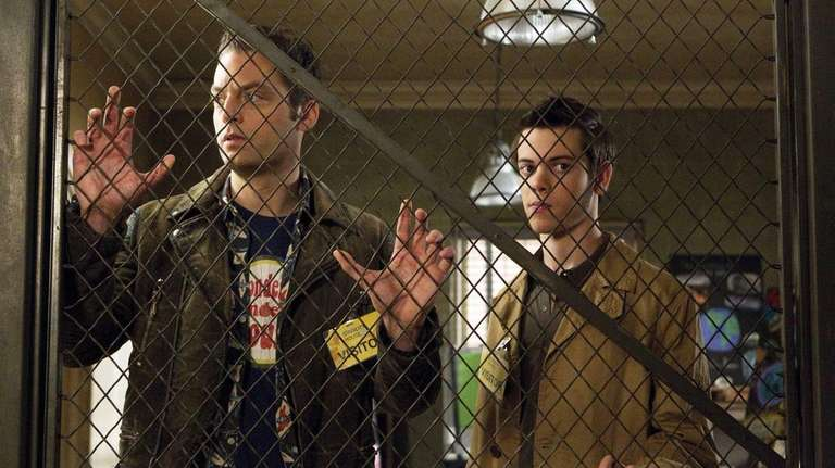 Justin Kirk stars as Andy Botwin and Alexander