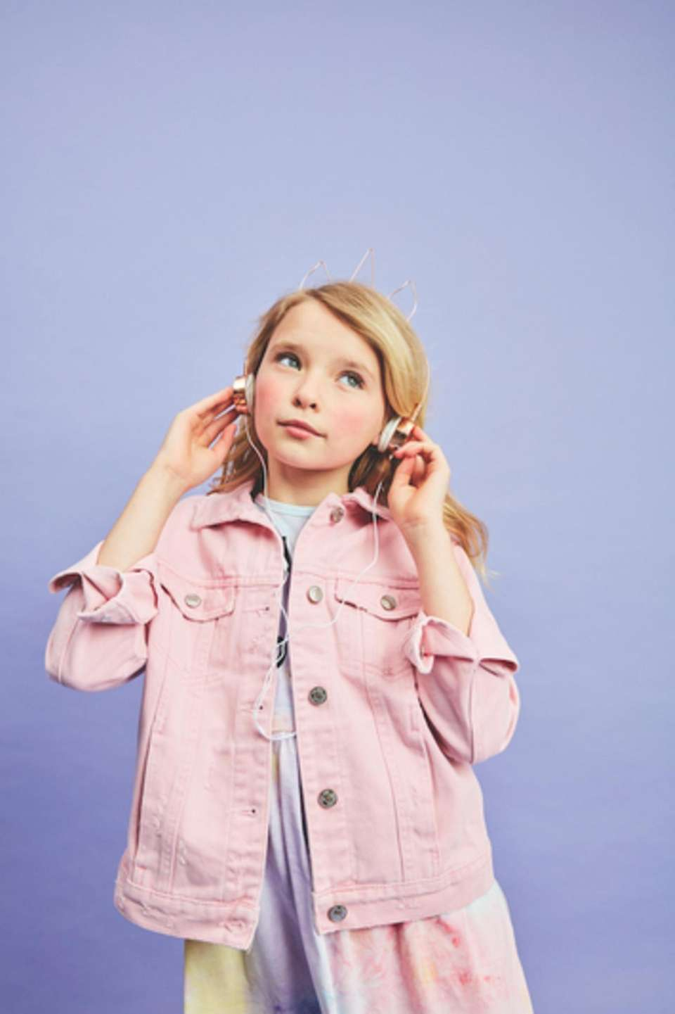 These trendy headphones feature unicorn ears and a