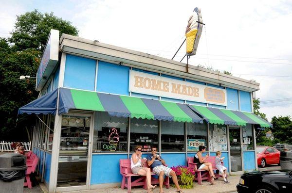 Snowflake Ice Cream Shoppe in Riverhead