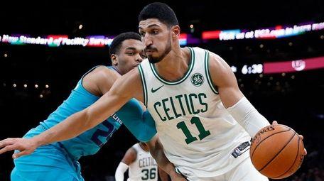 Boston Celtics' Enes Kanter drives past Charlotte Hornets'