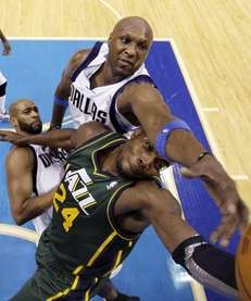 Dallas' Lamar Odom, top, reaches over Utah's Paul