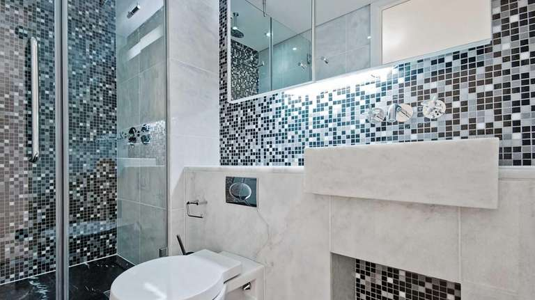 Mixing black, white and gray tile with metal