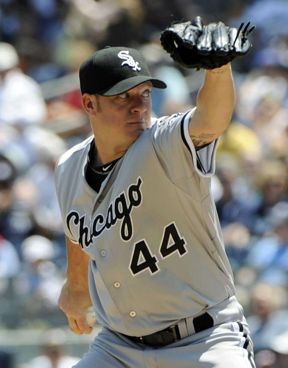 Chicago White Sox starter Jake Peavy delivers a