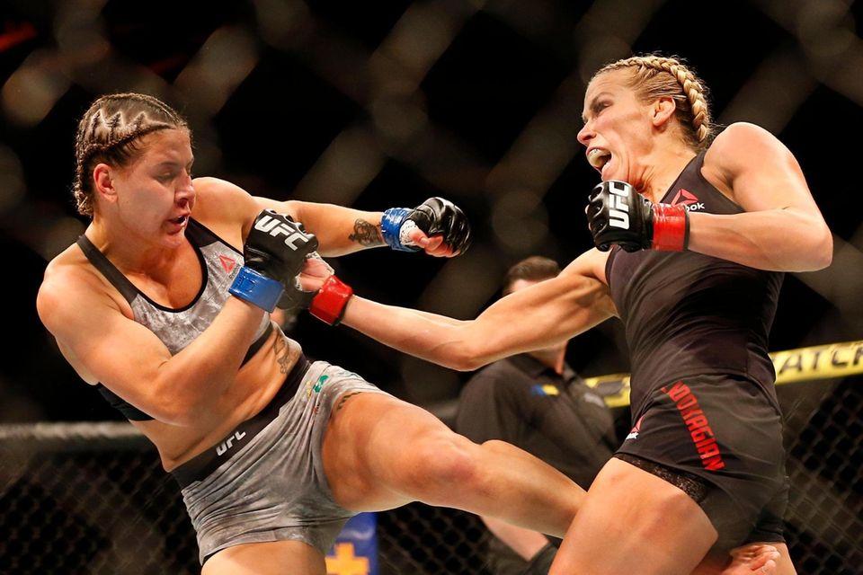 Katlyn Chookagian (red gloves) fights against Jennifer Maia