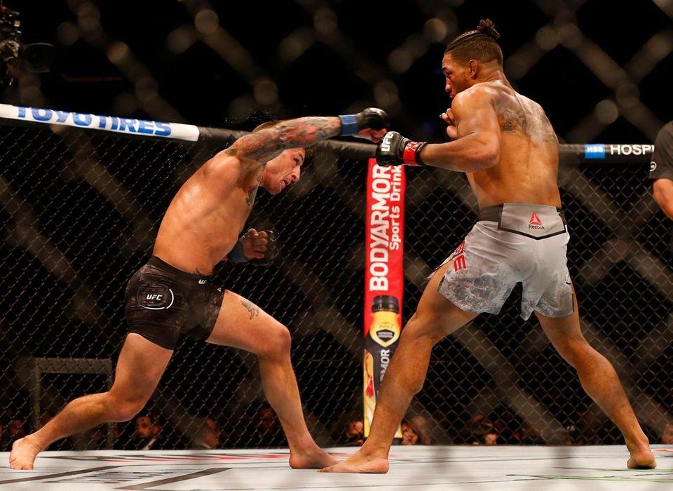 Kevin Lee (red gloves) fights against Gregor Gillespie