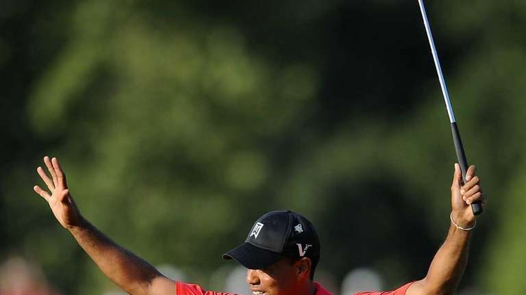 Tiger Woods reacts on the 18th green after