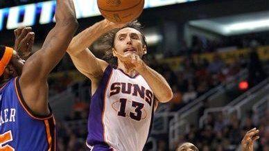 Phoenix Suns' Steve Nash (13) gets a pass