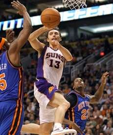Phoenix Suns' Steve Nash (13) gets a pass