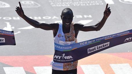 Geoffrey Kamworor of Kenya crosses the finish line
