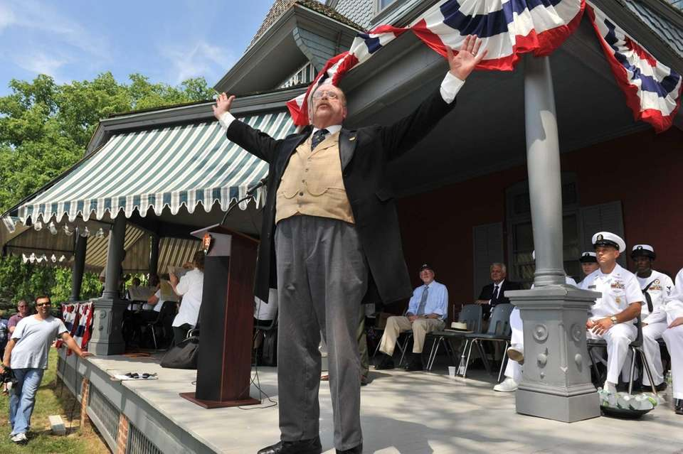 Actor Jim Foote re-enacts President Theodore Roosevelt giving
