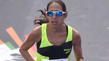 Desiree Linden crosses the finish line in Central