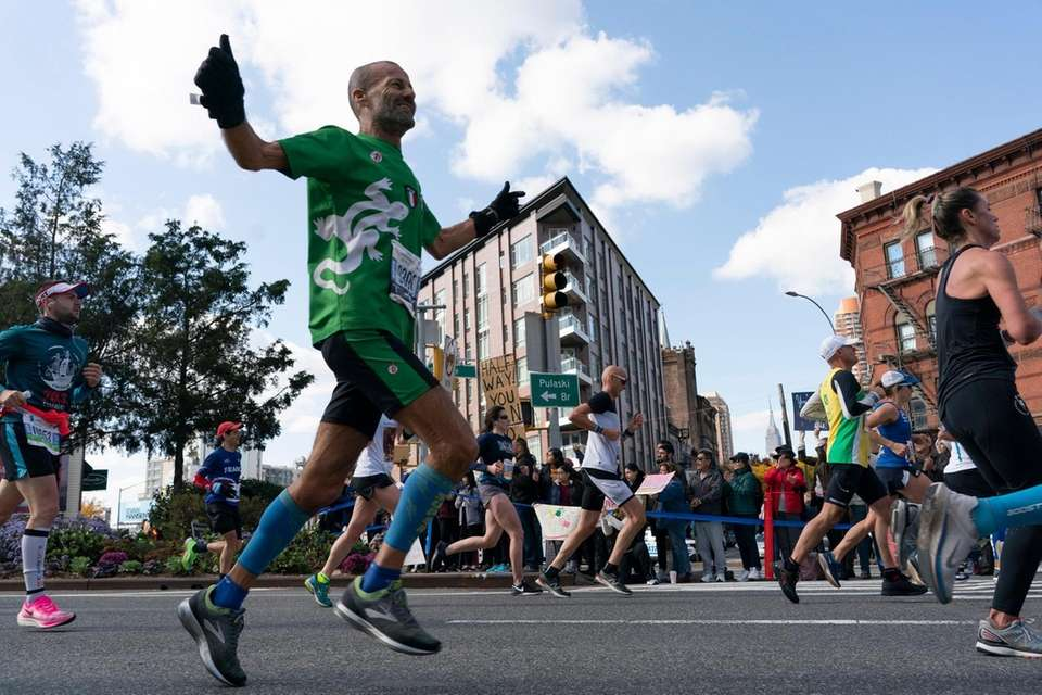Runners arrive in Long Island City after crossing