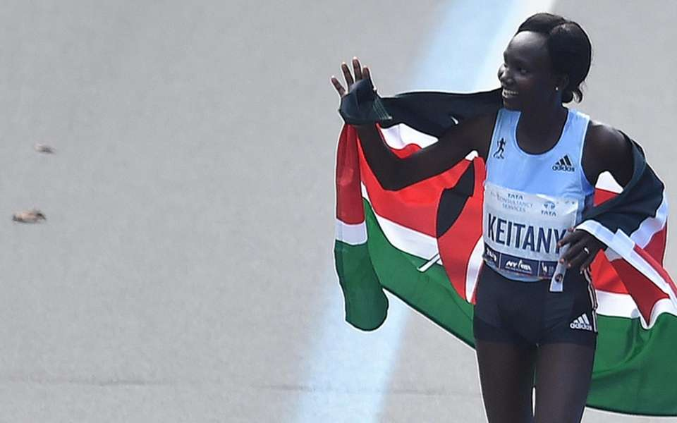 Mary Keitany of Kenya waves to spectators in