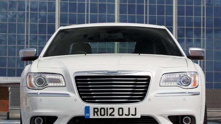 2012 Chrysler 300C, front view.