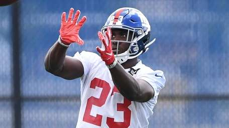 Giants cornerback Sam Beal makes a catch during