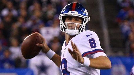 Daniel Jones of the Giants passes the ball