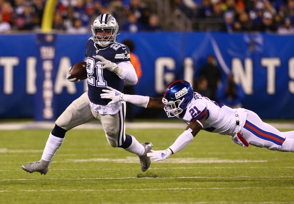 Ezekiel Elliott #21 of the Dallas Cowboys runs