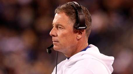Giants coach Pat Shurmur looks on during the