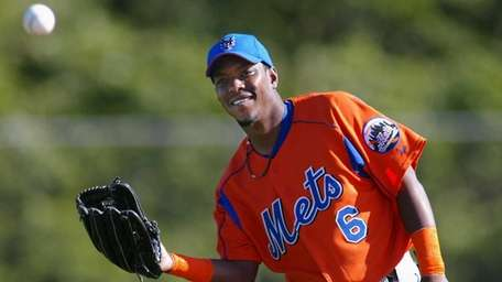 Mets outfielder Timo Perez cracks a smile during