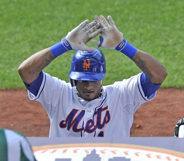 Jordany Valdespin gets ready to high-five his teammates
