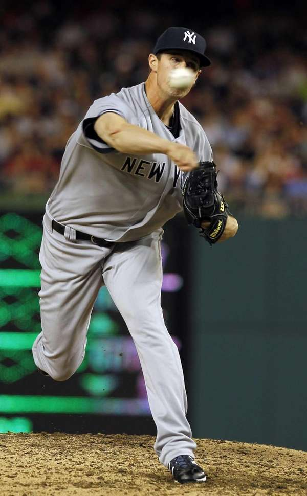 New York Yankees relief pitcher Cody Eppley throws