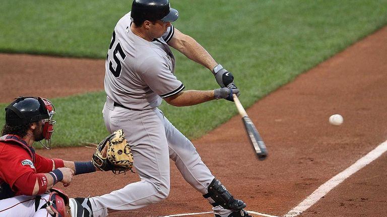Mark Teixeira connects for a three-run home run
