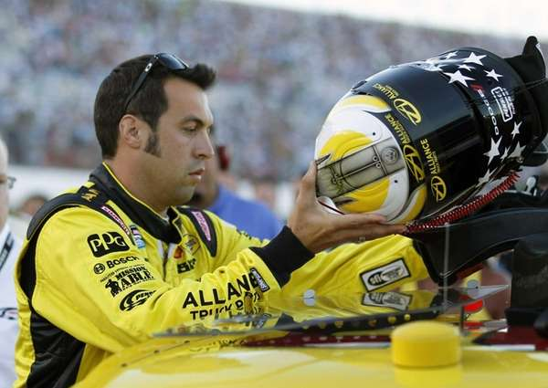 Sam Hornish Jr. prepares to get in AJ