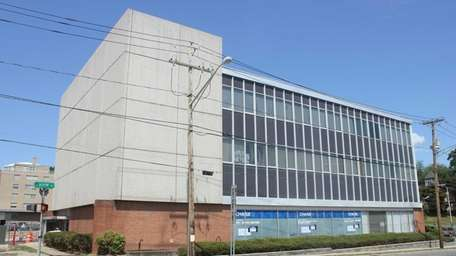 The building at 2 New Hempstead Rd at