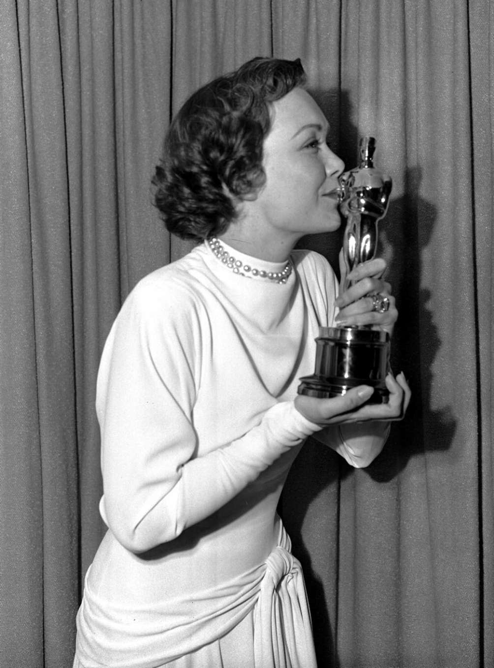 Actor Jane Wyman, kissing the Academy Award for