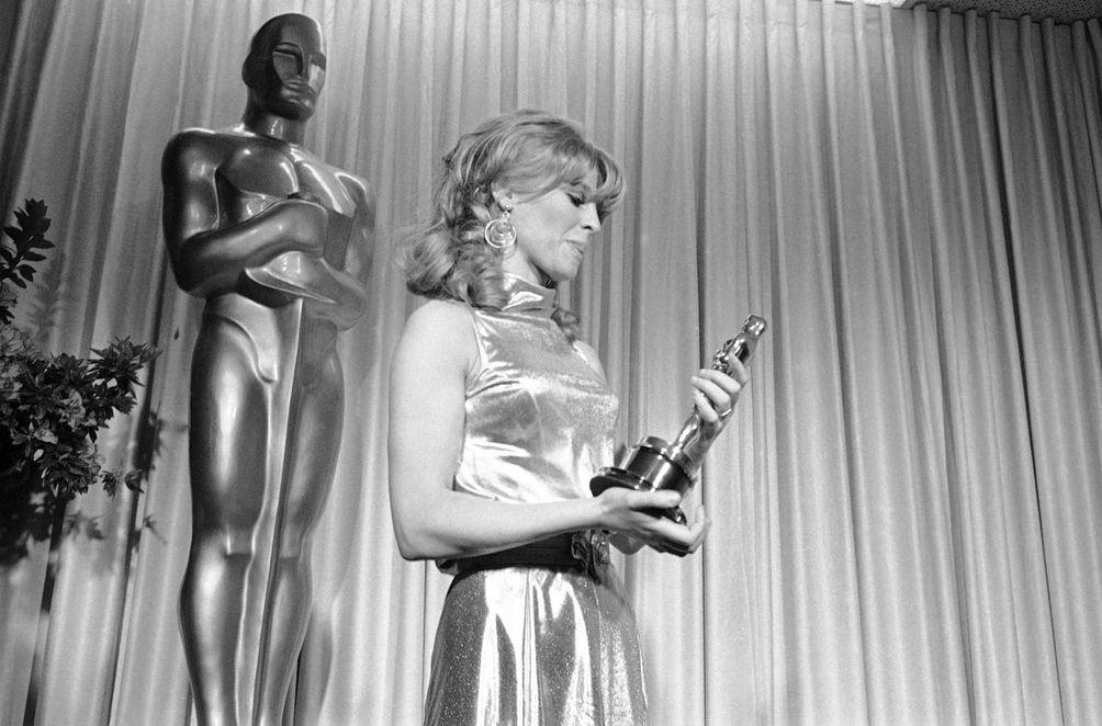 Julie Christie, holding the Oscar statuette she earned